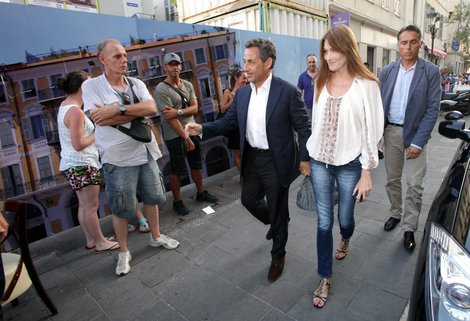 Sarkozy en route to La Petite Maison in Nice France