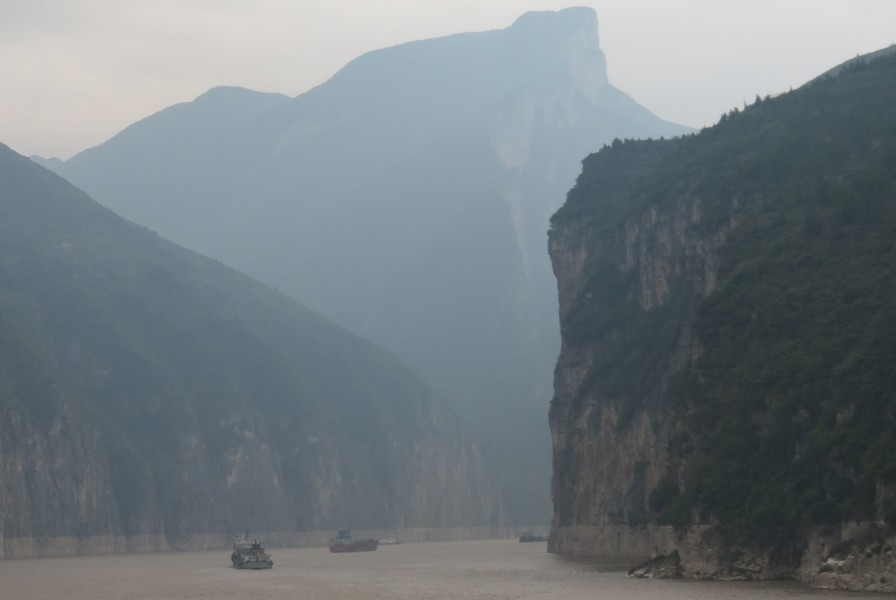 Three Gorges Dam river cruise