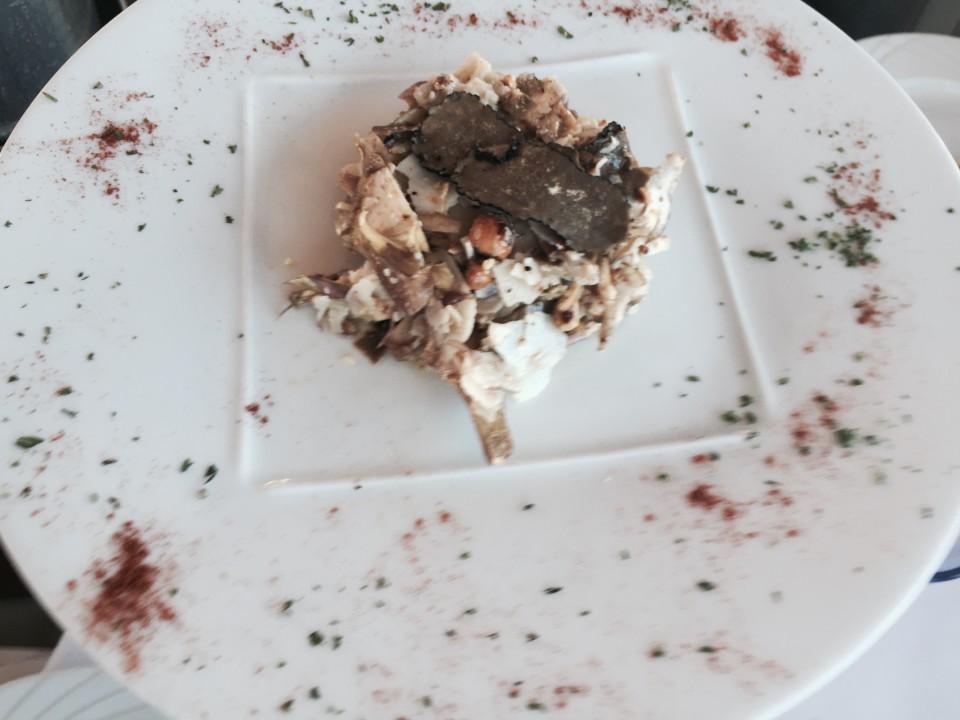 La Salade d'Artichauts Violets aux Noisettes Torrefiees avec Vinaigrette aux Truffes et Copeaux de Parmesan (Salad of Purple Artichokes, Truffle Vinaigrette, Shavings of Parmesan)