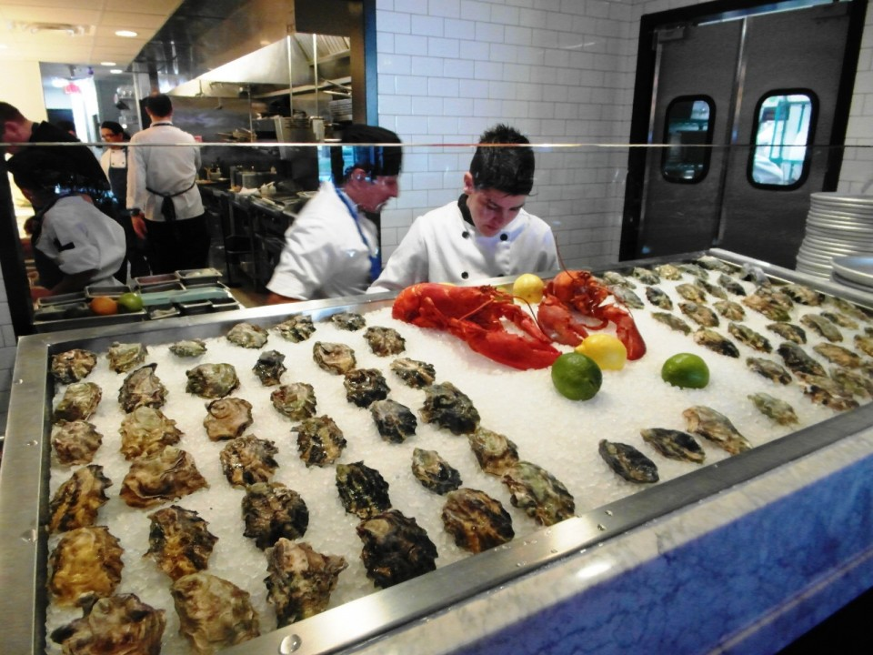 Pennsylvania 6 Dc : Raw Bar