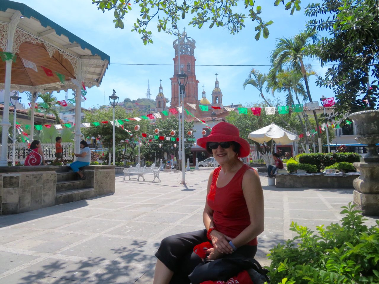 Puerto Vallarta : Relaxing in the zocalo